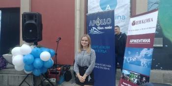 Agnieszka przedstawia ofertę biura podróży Lale tour podczas